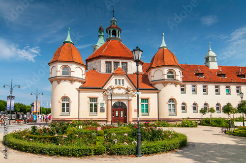 Photographie  Historic Balneology Building and old Lighthouse in Sopot, Poland.