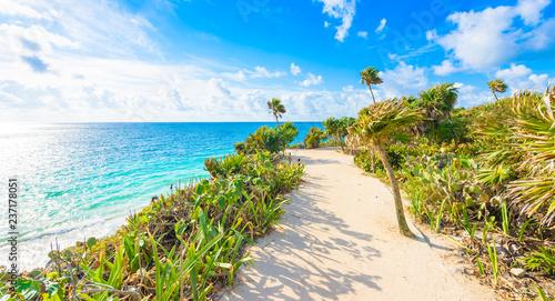 Deurstickers Centraal-Amerika Landen Paradise Scenery of Tulum at tropical coast and beach. Mayan ruins of Tulum, Quintana Roo, Mexico.