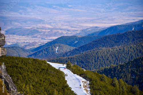Deurstickers Dam Winter Borovets Bulgaria view from the top of the mountain valley