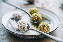 Food: Raw Peanut Butter Oats Linseed Chia Seed Energy Balls With
