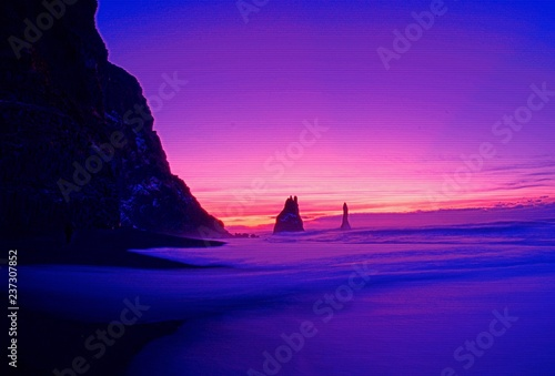 Poster Violet Pink and purple landscape with silhouette cliffs