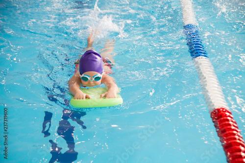 Fotografía kids in swimming pool