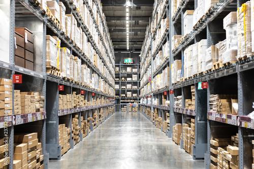 Fotografía  Large warehouse logistic or distribution center