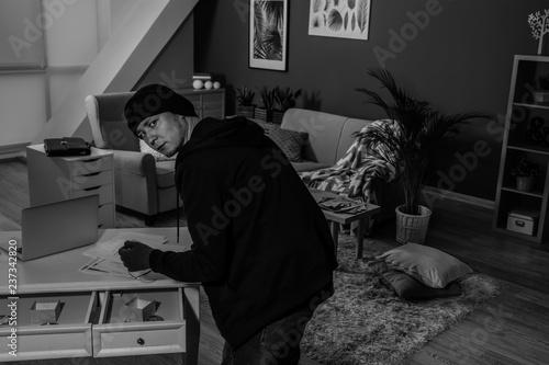 Fotografía  Male thief indoors, view through security camera
