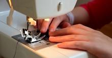 Junges Mädchen Näht Mit Der Nähmaschine, Handarbeit, Banner, Website