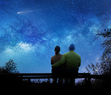 Couple Watching The Stars In N...