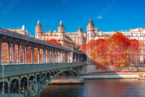 Poster de jardin Paris Paris, panorama in autumn, the Bir-Hakeim bridge and beautiful parisian buildings, view of the Seine