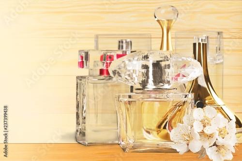 Staande foto Hoogte schaal Aromatic Perfume bottles on background
