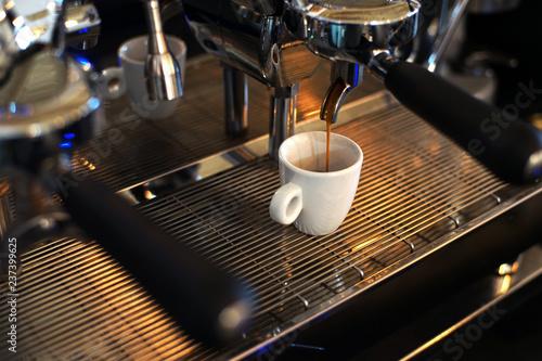 caffè espresso in erogazione Wallpaper Mural