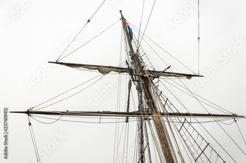 Valokuva  Big mast and and ropes of the of a big old sailship
