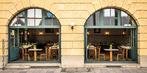 Photo  sidewalk restaurant
