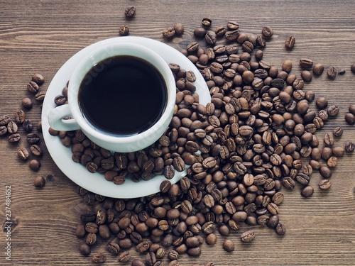 커피와 로스팅한 커피콩