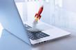 Laptop mit Rakete