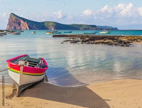 Barque sur plage de Cap Malheureux, Coin de Mire, Maurice Canvas Print