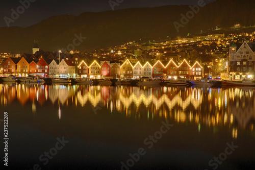 Weihnachtsbeleuchtung in Bergen in Norwegen Tablou Canvas