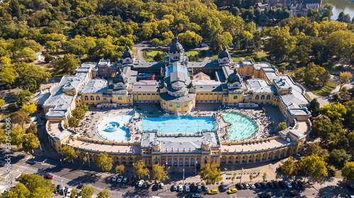 Montage in der Fensternische Budapest Bath Sections taken from a height by a drone