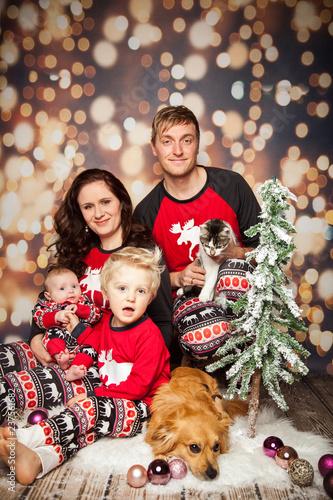 Weihnachten Feiern.Zusammen Weihnachten Feiern Buy This Stock Photo And Explore