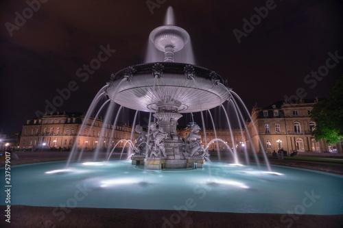 Fototapeta Noc fontanny w Stuttgarcie