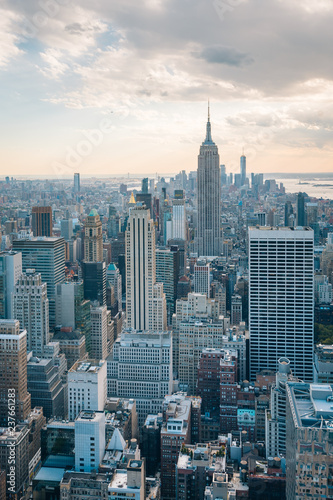 Poster New York City View of the Empire State Building and Midtown Manhattan skyline in New York City