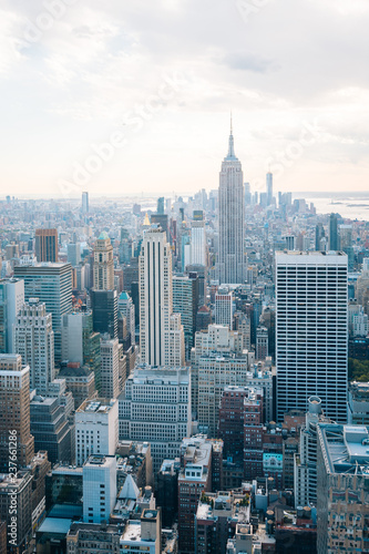 Fotobehang New York City View of the Empire State Building and Midtown Manhattan skyline in New York City