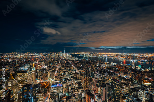 Deurstickers New York City View of the Manhattan skyline at night, in New York City