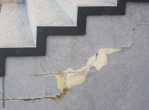 Baumangel Außentreppe Enthaftung von Kunstharzputz durch Wasserinfiltration und Canvas Print
