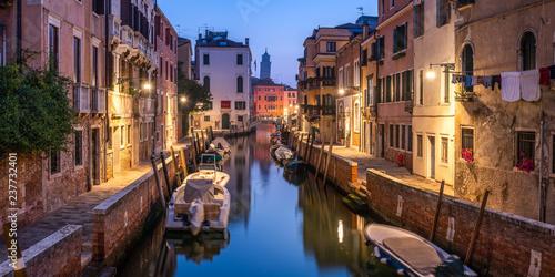 In de dag Centraal Europa Kanal in Venedig, Italien