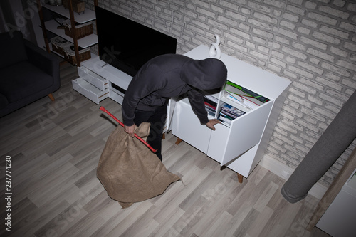 Fotomural  Thief Stealing File From Shelf