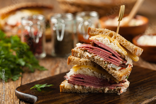 Fototapeta Ruben sandwich. New York sandwich with pastrami, sauce 1000 islands and sauerkraut. obraz