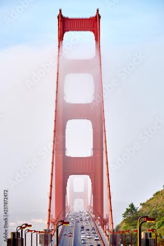 Papiers peints Lieux connus d Amérique Golden Gate Bridge view at foggy morning