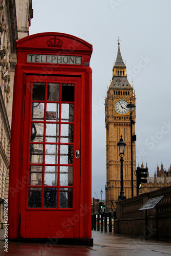 Poster Rouge, noir, blanc Red box Telephone and Big ben
