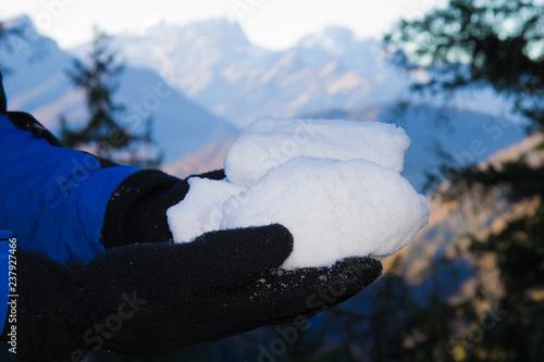 palla di neve tra le mani Canvas Print