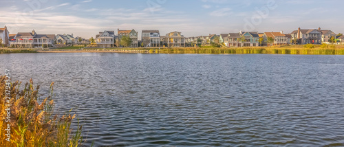 Fotografia, Obraz Scenic Oquirrh Lake with lovely waterfront homes