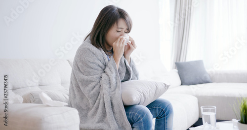 Fototapeta woman sick and sneeze obraz