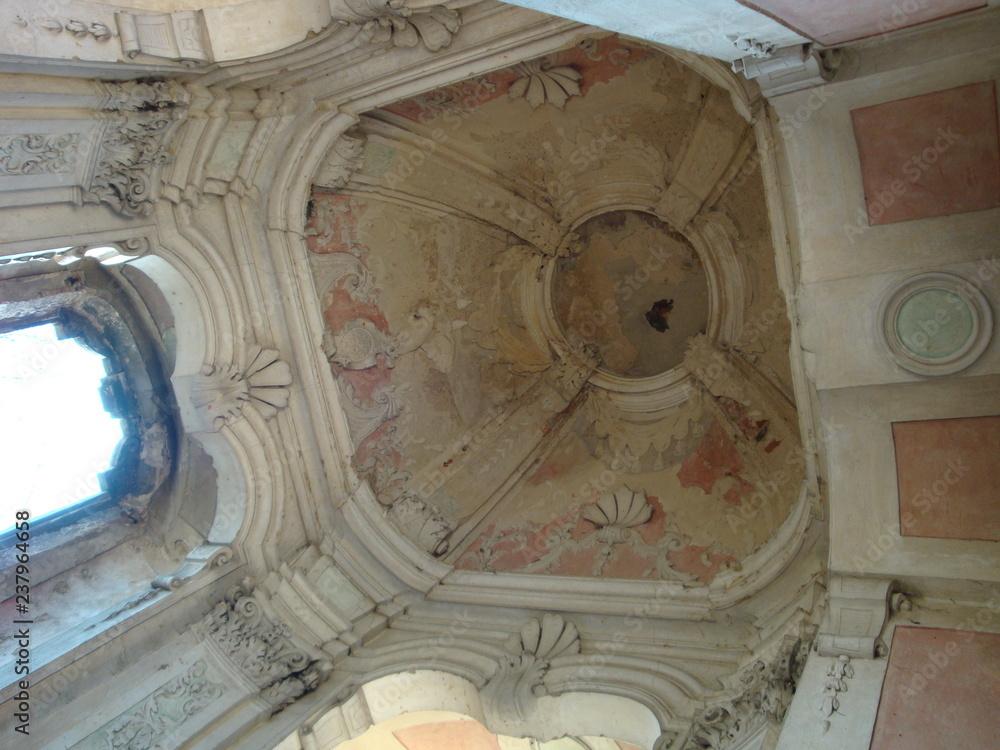 Fototapeta Ruiny Kościoła i nowe życie