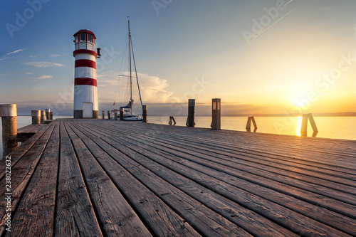 Montage in der Fensternische Leuchtturm Lighthouse at sunset, Podersdorf am see, Austria