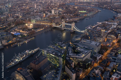 Fotografie, Obraz  London Tower Bridge, Aussicht von The Shard am Abend