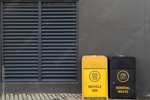 Photo Trash Cans against dark wall in urban area