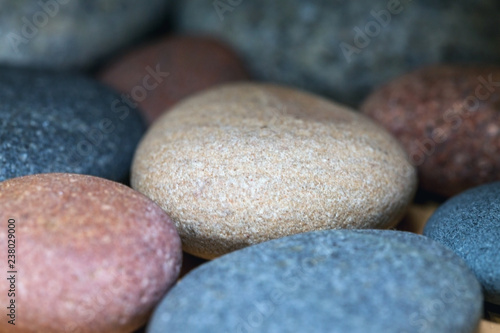 Photo sur Plexiglas Zen pierres a sable multicolored decorative stones, close up, blurry background