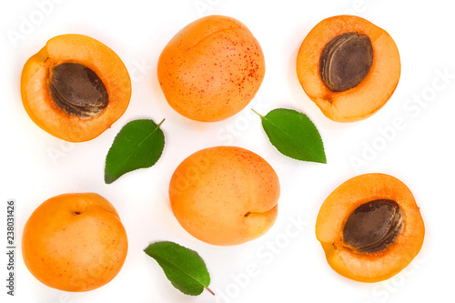 Obraz na płótnie Apricot fruits with leaves isolated on white background