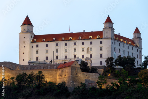 Photo  Bratislava castle a evening during autumn
