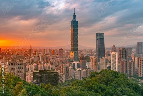 Spoed Foto op Canvas Stad gebouw Taipei city skyline with sunset skyline cityscape downtown background