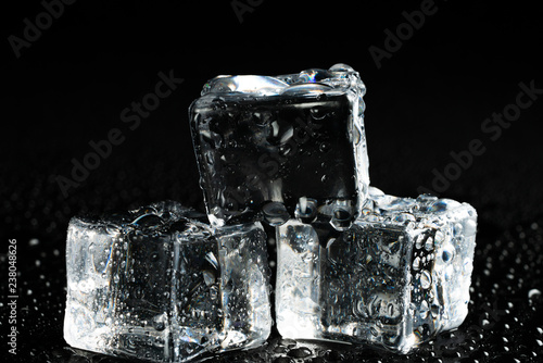 Photo  ice pieces and water droplets