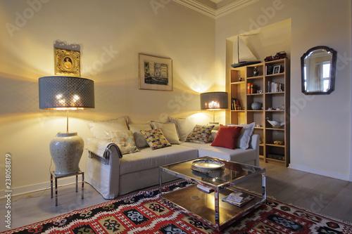 salon appartement ancien rénové hauts plafonds - Buy this ...