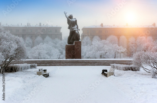 Papiers peints Con. ancienne Monument to the Heroic Komsomol- bronze sculpture of a young Red Army man under falling snow in St. Petersburg, Russia. .Established in commemoration of the 50th anniversary of the Komsomol...