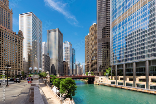 In de dag Centraal-Amerika Landen Chicago downtown and Chicago River at summer sunny day, Chicago, Illinois.