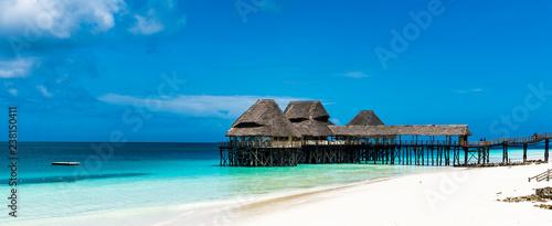Montage in der Fensternische Sansibar Beautiful Beach by the blue waters of the Indian ocean in Zanzibar. Zanzibar is an Island just off the coast of Tanzania - Africa.