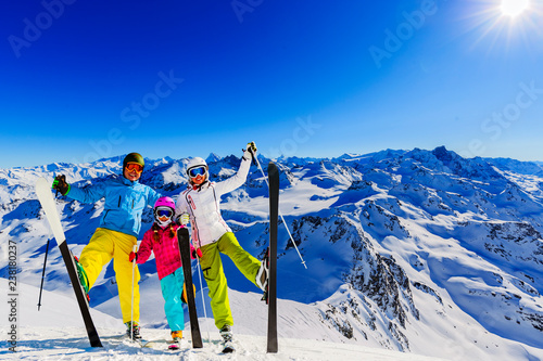 Poster Glisse hiver Happy family enjoying winter vacations in mountains . Ski, Sun, Snow and fun.