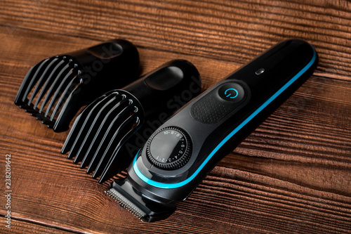 Cuadros en Lienzo Hair trimmer and scissors on the wooden background