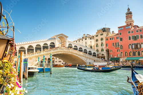 Fotobehang Venetie Rialto bridge on Grand canal in Venice